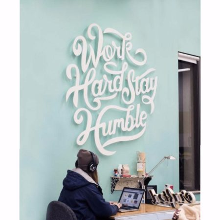 Work hard stay humble – Schriftzug Writing Wall Logo