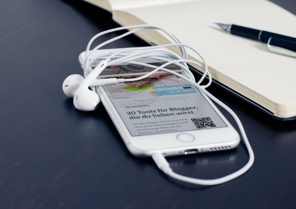 mockDrop_iPhone 6 wrapped in earbuds